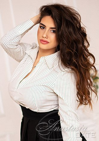 Date the woman of your dreams: Russian lady Maia from Kiev