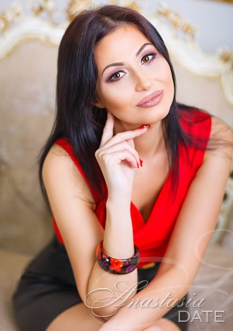Date the woman of your dreams: caring Russian woman Marina from Nikolaev